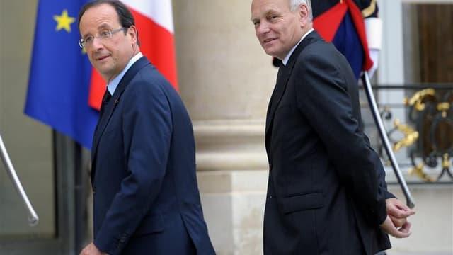 La proportion de personnes approuvant l'action de François Hollande recule de neuf points par rapport à juillet à 47% et Jean-Marc Ayrault perd, lui, sept points à 56%, selon le tableau de bord Ifop-Paris Match diffusé mardi. /Photo prise le 26 juin 2012/