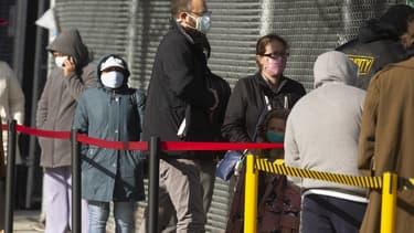 Des Américains attendant devant un centre de dépistage à Brooklyn le 2 janvier 2021