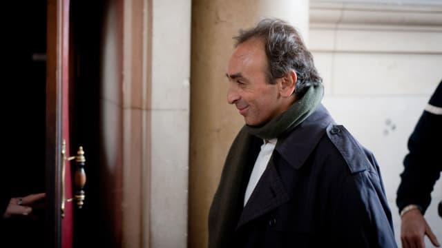 """Eric Zemmour est l'auteur de l'ouvrage """"Le suicide français"""", qui s'est écoulé à 5.000 emeplaires par jour depuis sa sortie."""