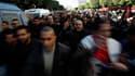 """Des manifestants venus de régions rurales déshéritées ont afflué dimanche à Tunis pour réclamer que les caciques du régime de Zine ben Ali soient exclus du pouvoir. Des centaines de participants à la """"caravane de la liberté"""" se sont massés devant les bure"""