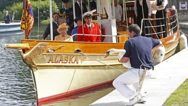 La reine durant le recensement des cygnes en 2009