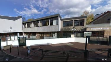 L'école Le Paradis a été incendiée à Corbeil-Essonnes.