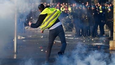 Les gilets jaunes ont mobilisé plusieurs dizaines de milliers de personnes en France, samedi 17 novembre.