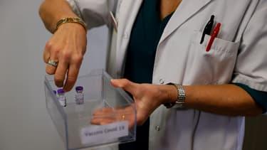 Des doses du vaccin contre le Covid-19 à l'hôpital de Sevran.