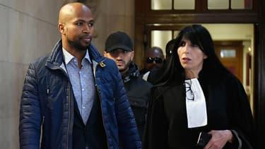 Le rappeur Rohff le 29 septembre 2017 à Paris au côté de son avocate Malika Ibazatene