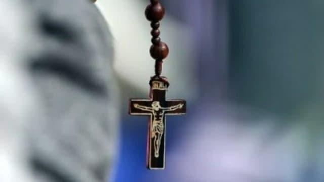 Le clergé américain réfléchit à priver de communion les politiques soutenant l'avortement