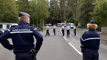 Des gendarmes bloquent une rue à Clermont-Ferrand, en 2013 (photo d'illustration).