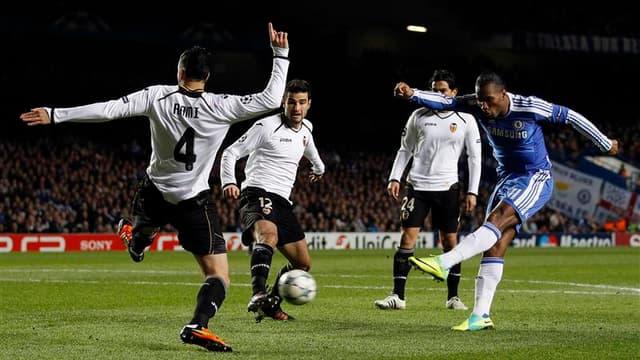 But de Didier Drogba (à droite) contre Valence mardi soir à Stamford Bridge. L'attaquant ivoirien, auteur d'un doublé et d'une passe décisive, a permis à Chelsea, qui n'avait pas le droit à l'erreur, de s'imposer 3-0 sur ses terres face au club espagnol l