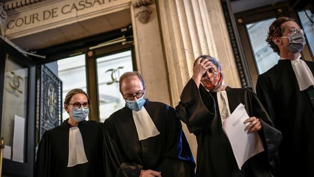 L'avocat de la femme transgenre et de l'avocat des associations LGBT au palais de Justice à Paris.