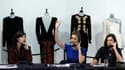 Dix robes portées par la princesse Diana ont atteint au total plus de 800.000 livres (940.000 euros) mardi lors d'enchères à Londres. /Photo prise le 19 mars 2013/REUTERS/Andrew Winning