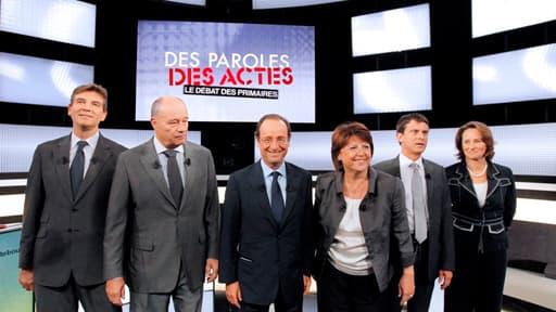 Les six candidats à la primaire PS (de gauche à droite) : Arnaud Montebourg, Jean-Michel Baylet, François Hollande, Martine Aubry, Manuel Valls et Ségolène Royal.