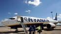 La compagnie aérienne Ryanair fermera en janvier prochain sa plate-forme de Marseille-Marignane, après l'ouverture d'une procédure judiciaire à son encontre liée aux conditions de rémunération de ses salariés locaux. /Photo d'archives/REUTERS/Jean-Paul Pé