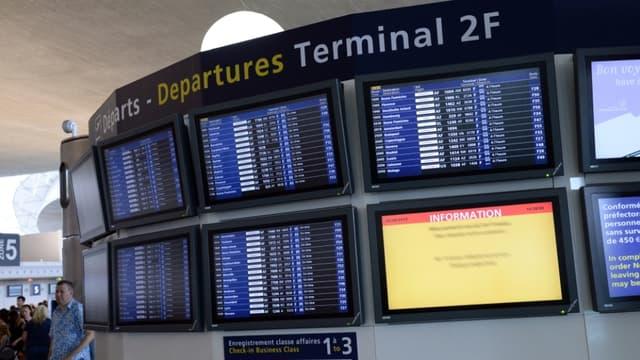 Illustration - Un panneau de départs à Roissy