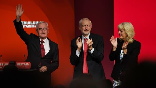 Le chancelier de l'Échiquier du cabinet fantôme John McDonnell et Jeremy Corbyn au Congrès du Parti travailliste à Liverpool, le 24 septembre 2018.