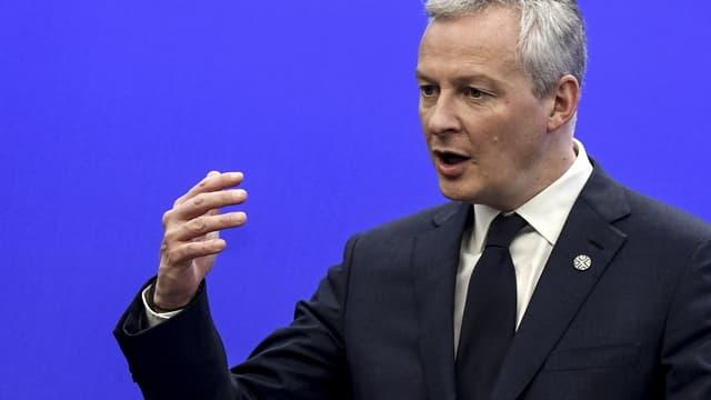 """Le ministre de l'Économie ne juge """"pas acceptable"""" que les Américains jouent les """"gendarmes économiques de la planète""""."""
