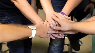 Les entreprises ont parfois recours au team building pour résoudre des situations complexes, comme par exemple quand des gens de différents services ne se parlent pas.