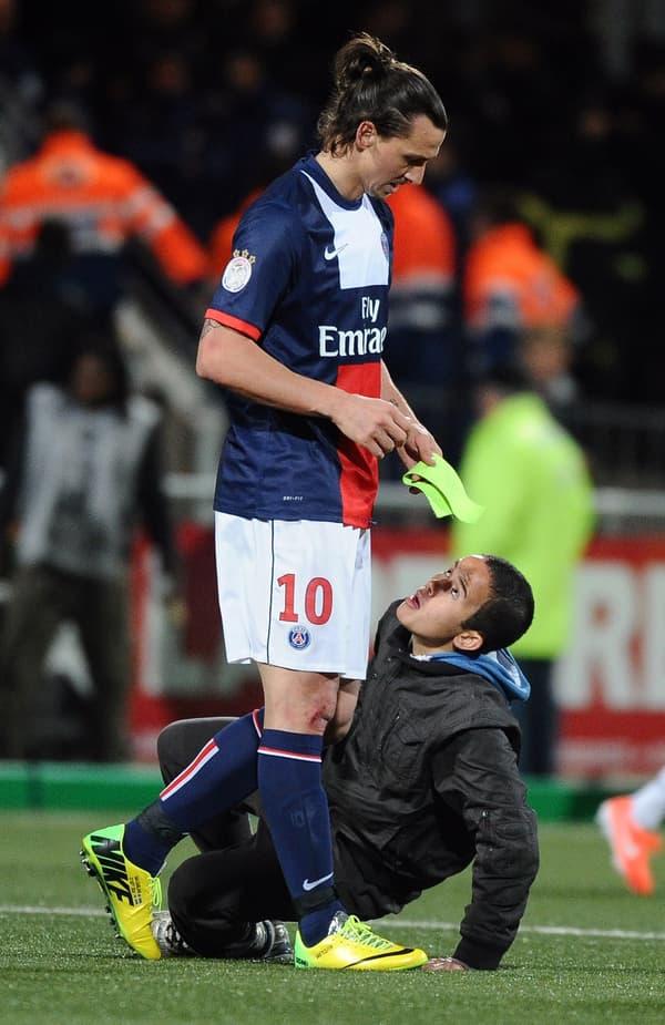 L'ado aux pieds de Zlatan Ibrahimovic