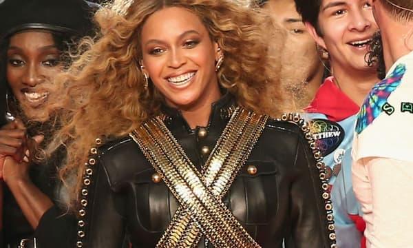 Beyoncé à la mi-temps du Super Bowl, le 7 février 2016.