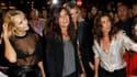 Emmanuelle Alt, nouvelle rédactrice en chef de Vogue Paris (au centre), lors de la Vogue Fashion Night Out dans les boutiques chic du VIIIe arrondissement de Paris. La troisième édition de cette soirée destinée à fêter la couture et le luxe a électrisé si