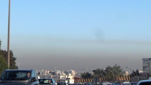 Les habitants des grandes métropoles comme Paris subissent souvent les effets de la pollution atmosphérique.
