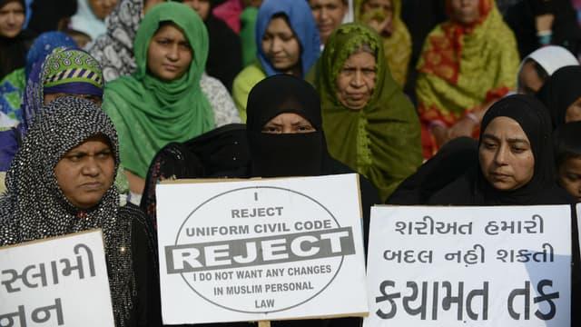 """Des femmes manifestent contre le """"triple talaq"""", le 4 novembre 2016 à Ahmedabad en Inde"""
