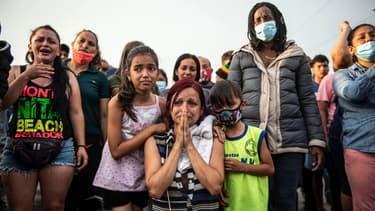 Des gens qui voyagent dans un bus implorent les paysans de les laisser passer après cinq jours de blocage sur l'autoroute panaméricaine, à Ica, au Pérou, le 04 décembre 2020. (Photo d'illustration)