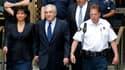 Dominique Strauss-Kahn et son épouse Anne Sinclair, sortant du tribunal de New York ce lundi 6 juin.