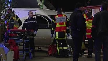 Un homme a foncé en voiture sur un groupe de passants, sur le marché de noël de Nantes, situé place Royale. Un important dispositif a été mis en place.