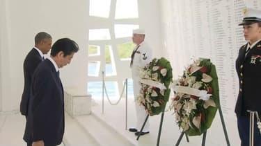 Barack Obama et Shinzo Abe étaient à Pearl Harbor pour rendre hommage aux victimes de  l'attaque