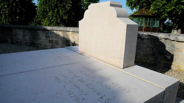 La tombe du général de Gaulle, après avoir été dégradée, samedi en fin d'après-midi à Colombey-les-deux-Eglises