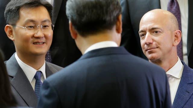 En 2015, Jeff Bezos, CEO d'Amazon, avec le fondateur de Tencent, Pony Ma, left, et le président Xi Jinping