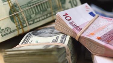L'euro touche son plus bas niveau depuis mars.