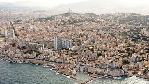 Un SDF décédé dans l'incendie d'un campement précaire sous une autoroute à Marseille