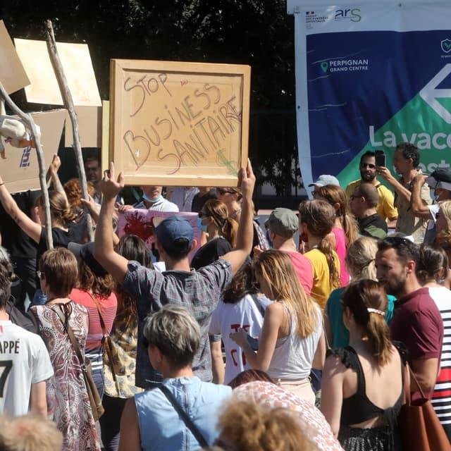 EN DIRECT - Covid-19: 114 000 manifestants en France contre les mesures sanitaires