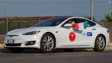 La Model S qui a réalisé les plus de 1078 km en une seule charge.