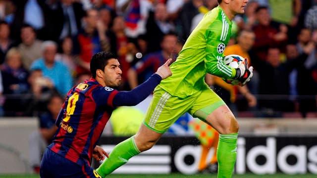 EN VIDEO : la première parade de Neuer face à Suarez