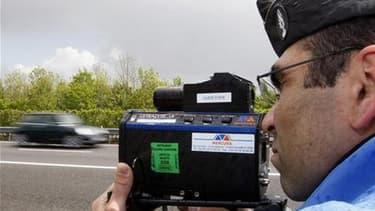 Les forces de l'ordre, qui sont dotées d'un nouvel outil pour tester la vitesse des cyclomoteurs en France, auront fort à faire pour convaincre les adolescents de réduire les gaz. Sur la quinzaine de deux-roues testés à l'arrêt par des gendarmes et des po