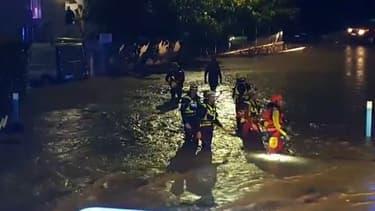 Le Var et les Alpes-Maritimes sont placés en vigilance rouge pluie-inondation jusqu'à lundi matin.
