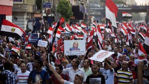 Des dizaines de milliers de manifestants, dimanche, contre le président Mohamed Morsi.