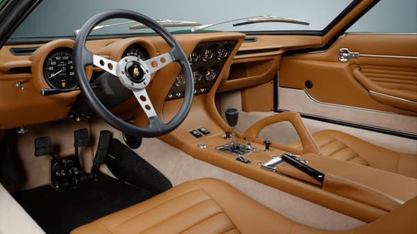 Toutes les pièces de cette Miura SV sont d'origine, issues d'anciens modèles de Lamborghini.