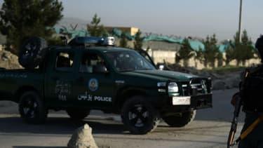 Un policier afghan à dans les faubourgs de Kaboul