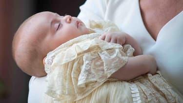 Kate Middleton avec le prince Louis, à Saint James Palace, pour le baptême de l'enfant le 9 juillet.