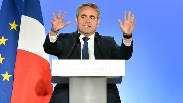 Le président de la région des Hauts-de-France, Xavier Bertrand, lors d'un meeting pour la campagne présidentielle des Républicains, le 18 avril 2017 à Lille
