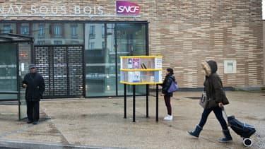 Des boîtes à livres ont été installées dans 15 gares d'Ile-de-France comme ici à Aulnay.