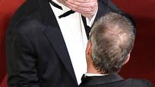 Le réalisateur danois Lars Von Trier, accueilli par le délégué général du Festival de Cannes, Thierry Frémaux, mercredi pour la montée des marches. Le cinéaste a été exclu jeudi de la manifestation, une première, pour des propos tenus la veille et qui ont