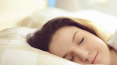 Une bonne nuit nécessite au moins sept heures de sommeil.