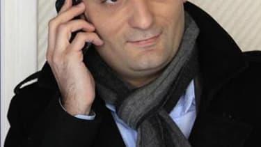 Florian Philippot, candidat du Front national dans la sixième circonscription de Moselle, où il affrontera seul, au second tour, le socialiste Laurent Kalinowski, a invité mercredi les électeurs de l'UMP à voter en sa faveur. /Photo prise le 23 avril 2012