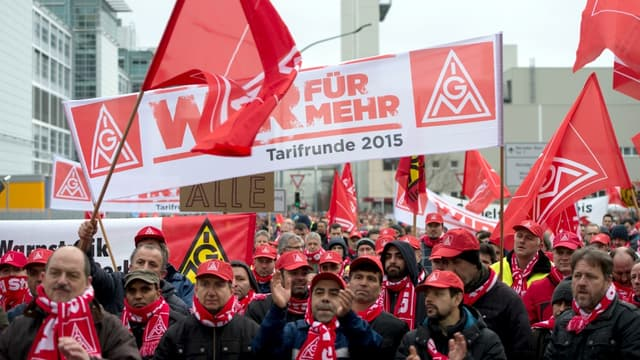 Le syndicat IG Metall lors d'une manifestation, lundi