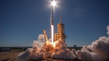 La société américaine SpaceX a lancé avec succès lundi 30 octobre un satellite de communications sud-coréen à bord de sa fusée Falcon 9.