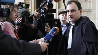 Me Yves Levano, avocat du médecin allemand Dieter Krombach, jugé à Paris pour la mort suspecte d'une adolescente française en 1982, a plaidé samedi l'acquittement au terme de trois semaines d'un procès qui trouble l'amitié judiciaire franco-allemande. /Ph